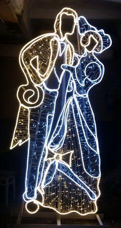 Праздничная новогодняя иллюминация фасада деревьев заборов. Фигуры 3D