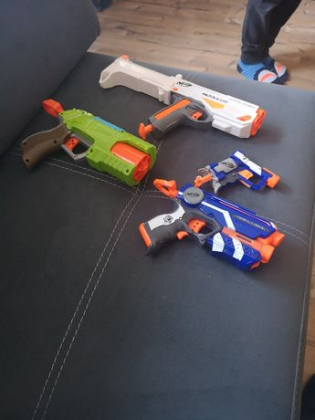 Nerfy pistolety zabawki