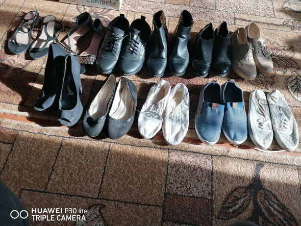 Взуття дівчат, жінок