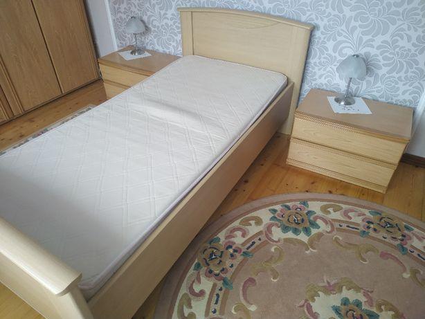 Zestaw 2 łóżka, 2 materace + 2 szafki nocne