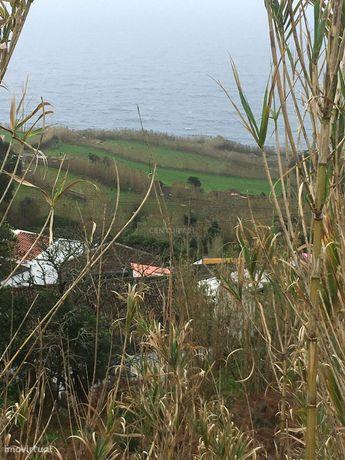 Ruína incorporada num terreno de 1281 m2 com vista mar