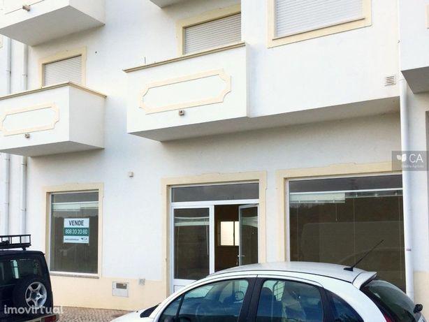 Loja para venda com 90,9m² situada em S. Bartolomeu de Me...