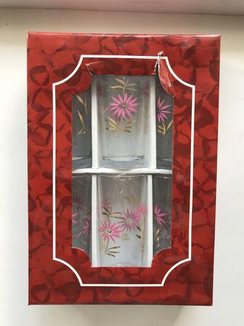 Новые запакованые стаканы с цветочным узором