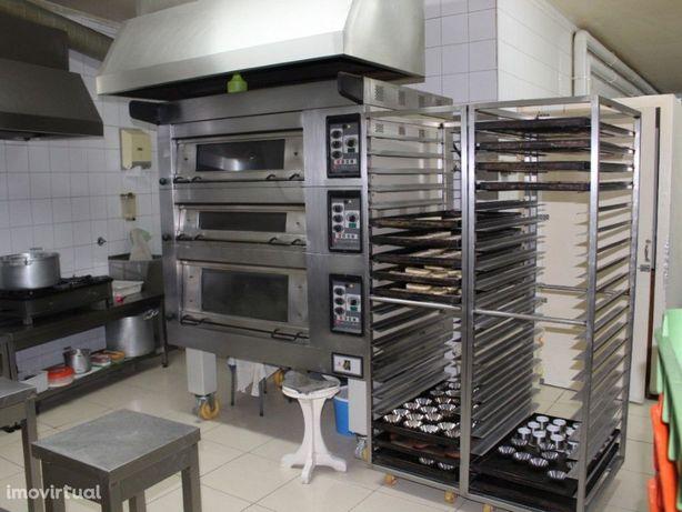Loja com fabrico e produção de bolos - Pastelaria na Mari...