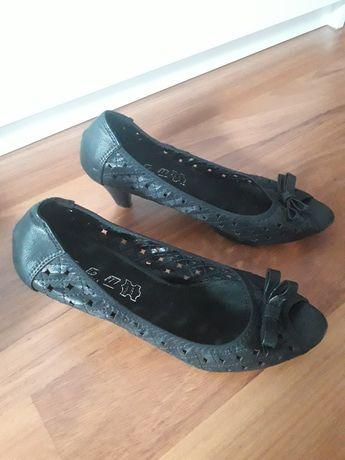 Buty   na  koreczku  41
