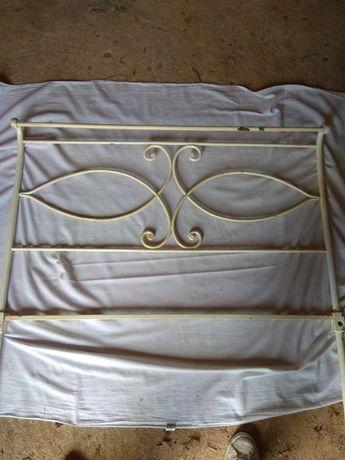 Cama de ferro individual antiga