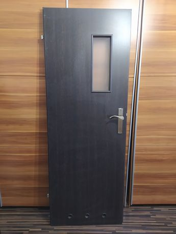 Drzwi z futryną.
