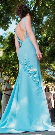 Ніжна голуба сукня з відкритою спинкою