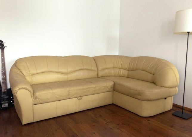 Żółta, narożna, skórzana sofa z funkcją spania