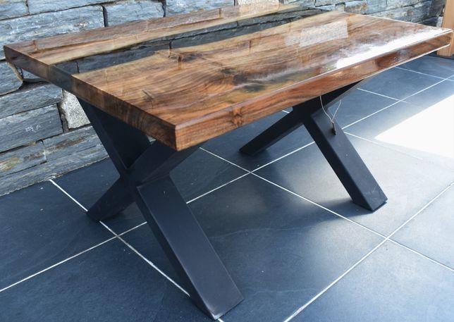 Mesa de resina epoxi em madeira de nogueira