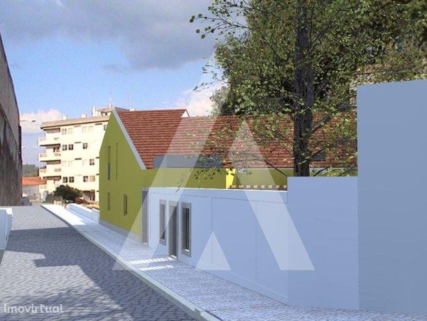 Prédio no centro histórico de Leiria, com projecto aprovado