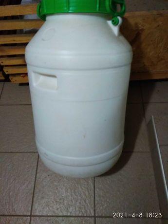 Продам    емкость для воды 60 литров  и 40 литров
