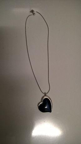 Colar prateado com coração azul (portes incluídos)