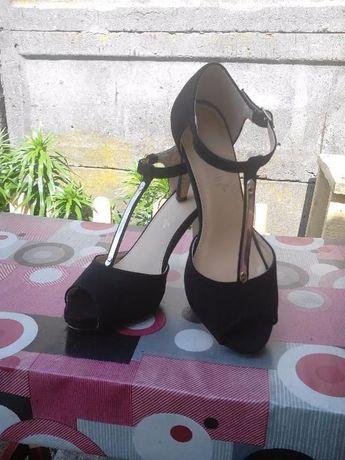 Eleganckie szpilki/sandały z odkrytymi palcami