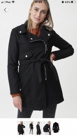 Dzianinowy czarny płaszcz