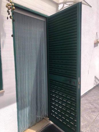 Portas impecaveis em verde