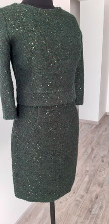 Женский костюм красивого зеленого цвета