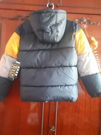 Продається нова осіньо-зимова курточка.
