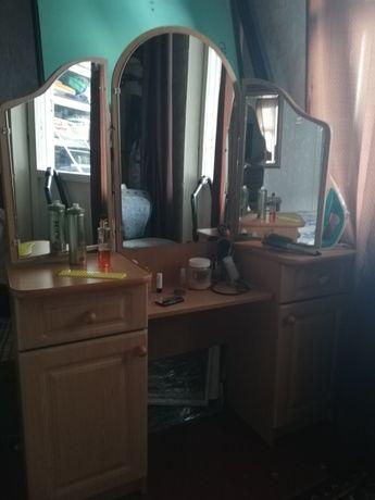 Трюмо, трельяж, туалетный стол