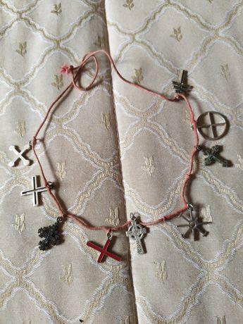 Várias cruzes para pulseira