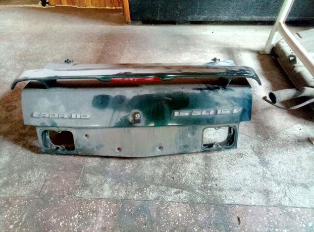 "крышка х багажника + ""антикрыло "" на ВАЗ 2110"