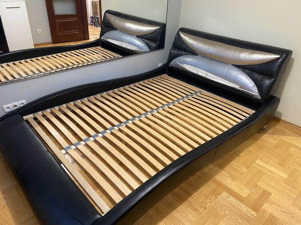 Łóżko 2,2 x 1,6 m pow. Materaca