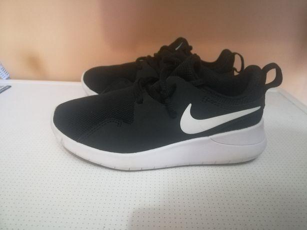 Кроссовки Nike Tessen