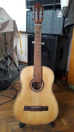 Продаю акустическую гитару 6 струн