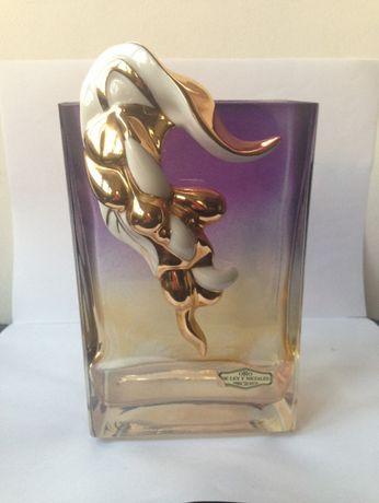 Vaso dourado e lilás decorado com porcelana
