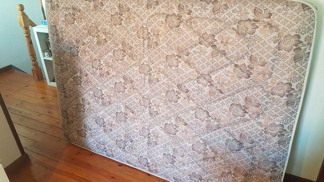 Colchão de molas 183x130x20 em óptimo estado (muito confortável!)