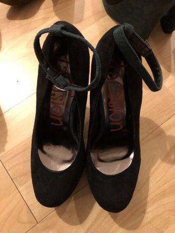 3 pares de sapatos novos