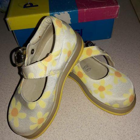 Взуття на дівчинку.Виробник Італія.