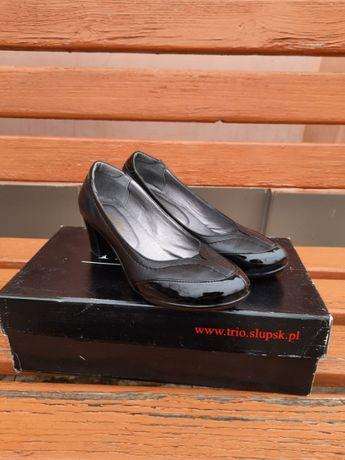 Женские кожаные лакированные туфли на каблуке, 39 размер