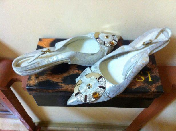 продаю обувь босоножки кожаные