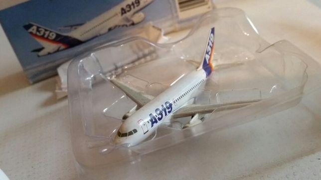 Model Herpa Wings Airbus A319 1:500