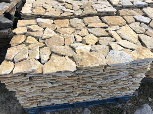 Pedra amarela natural sem cortes