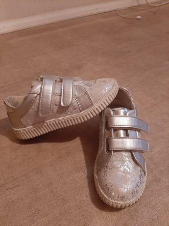 Продам б/у туфли на девочку 31 р.