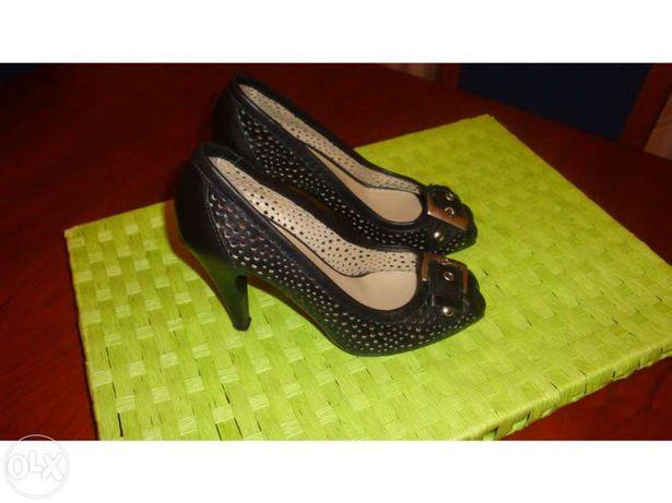 """Sapatos """"Bianca"""" nº 35 pretos"""
