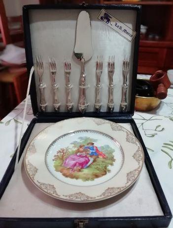 Prata de bolo com 6 garfos e espátula