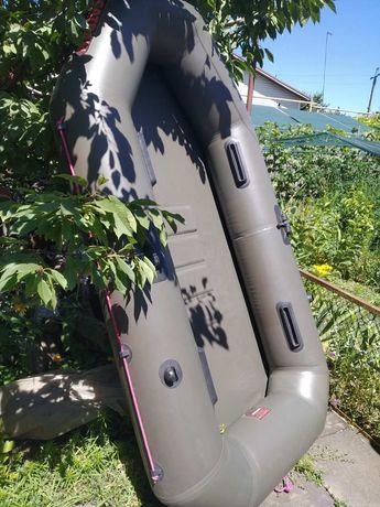 Резиновая двухместная лодка+весла+насос+сумка