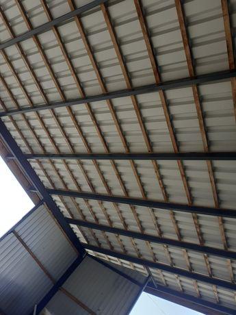 Wiata na konstrukcji metalowej