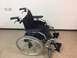 Wózek inwalidzki dla osoby niepełnosprawnej