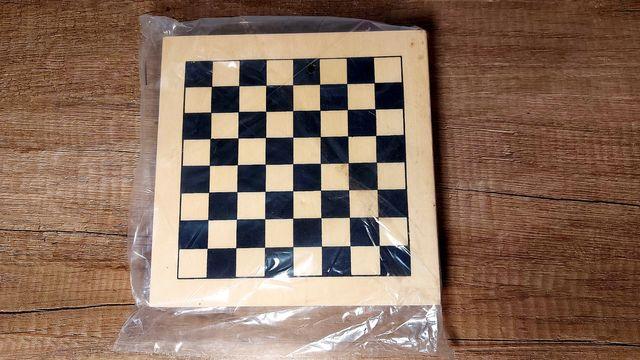 Zestaw gier domino, bierki, warcaby, szachy