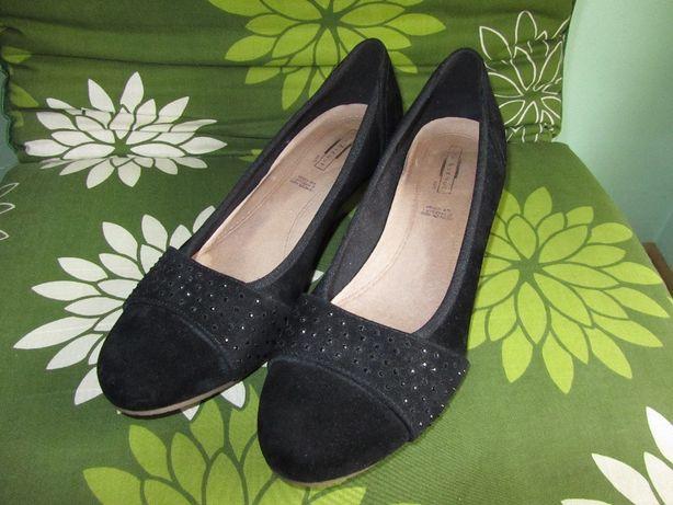 czarne buty na koturnie ze skórą naturalną