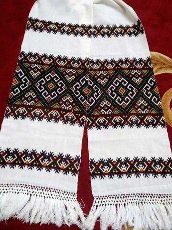 Ręcznik ślubny haftowany krzyżem w stylu bukowińskim