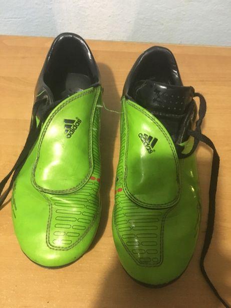 Продам кроссовки для футбола