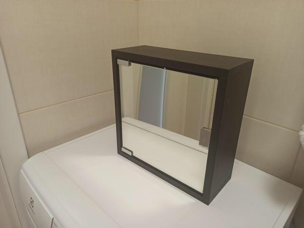 Mała czarna szafeczka łazienkowa z lustrem
