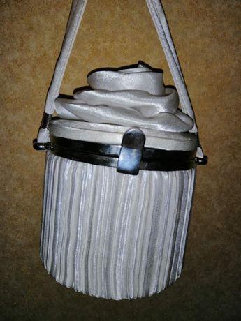 Продам женскую сумочку, очень оригинальную