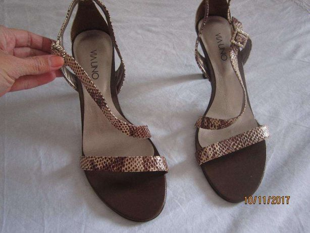 Sandálias pele novas