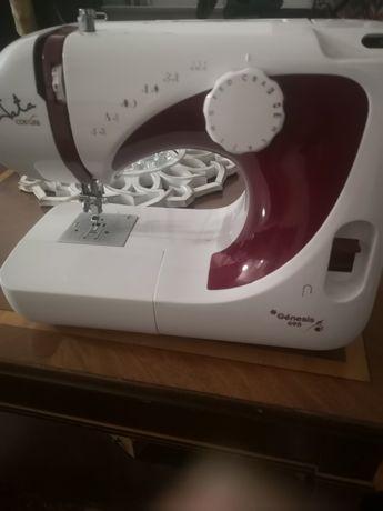 Máquina de costura praticamente nova